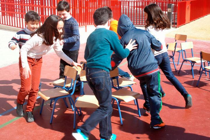 recursos materiales juego de las sillas niños